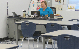 Mrs. de Melo teaching remotely