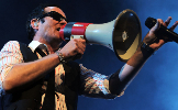 Scott Weiland sings into a megaphone