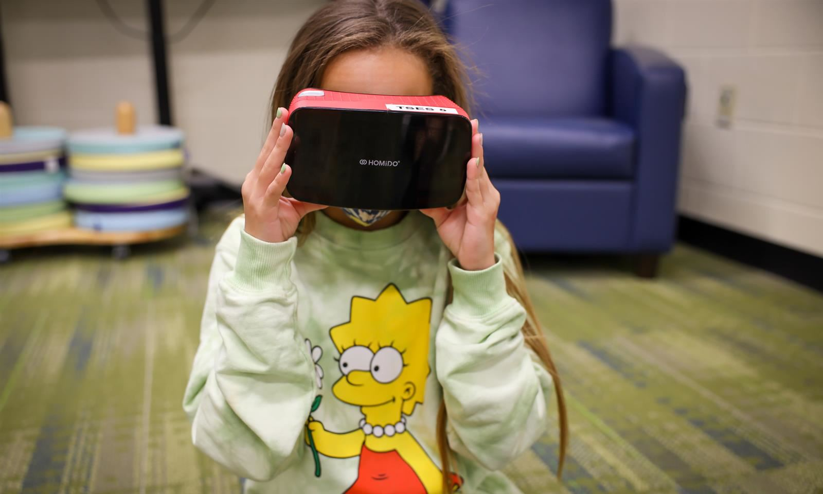 Student uses virtual reality headset