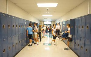 Image shows Woodland students in the hallway during class change.